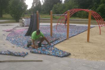 Ondergrond kunstgras speeltuin