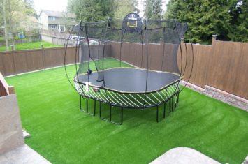 trampoline op kunstgras